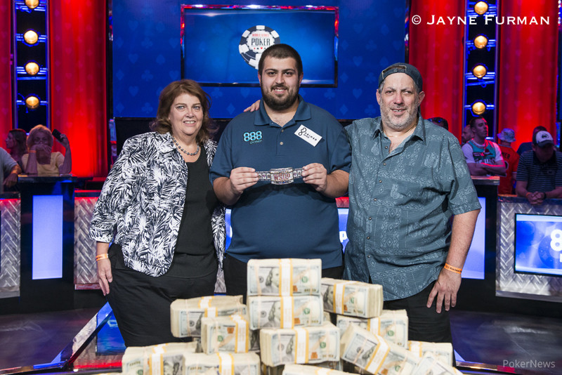 Scott Blumstein (Center) with his folks after winning the WSOP 2017 event